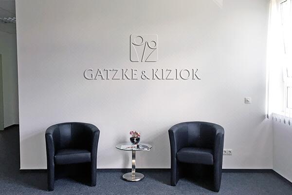 Logo als Wandrelief für G&K von DESIGN B3