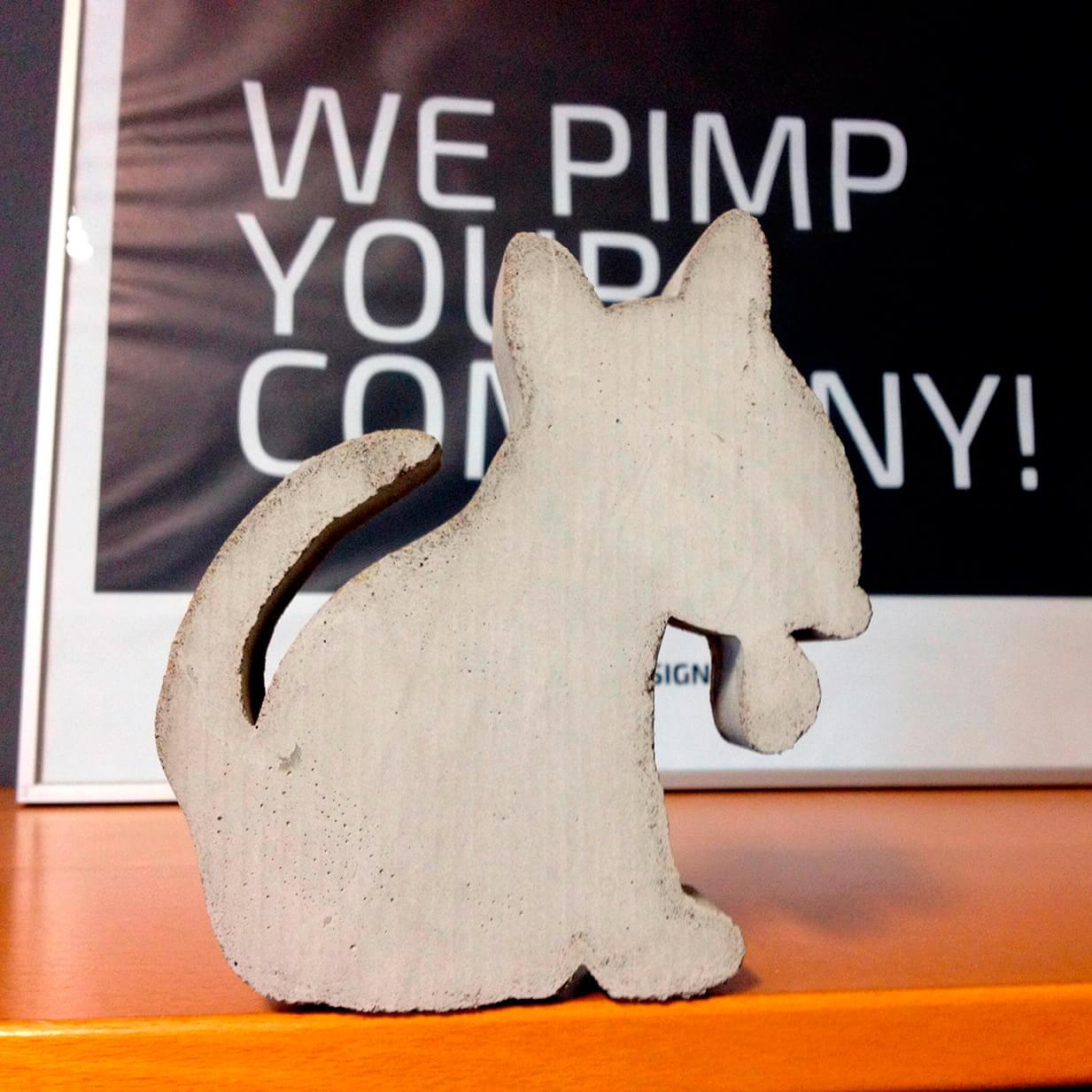 DESIGN B3 hund Corporate Animal als Betonskulptur